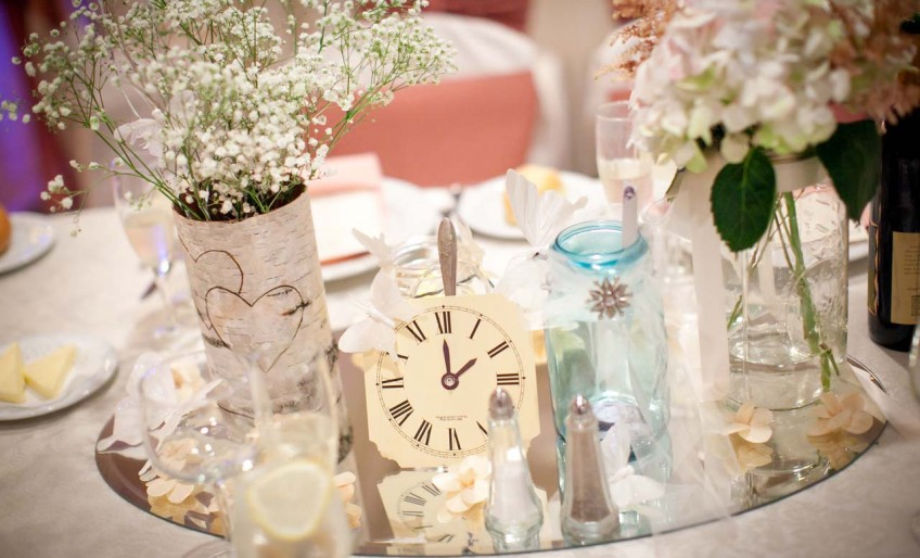 diy-wedding-table-decor-centerpieces-supporting