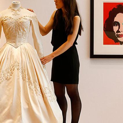 Venčana haljina lepotice ljubičastih očiju prodata je u junu na aukciji u londonskom Kristiju za neverovatnih 120 hiljada funti
