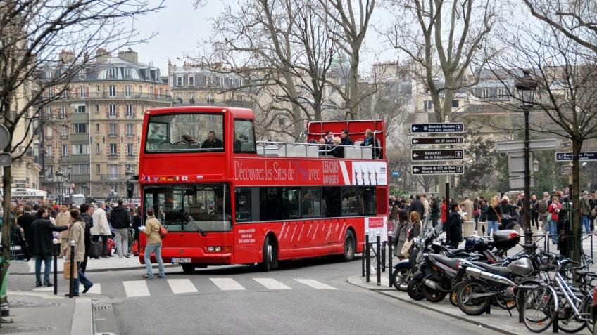 Prednost ovih autobusa je što tokom dva dana možete da se ukrcate i iskrcate na bilo kojoj od devet stanica