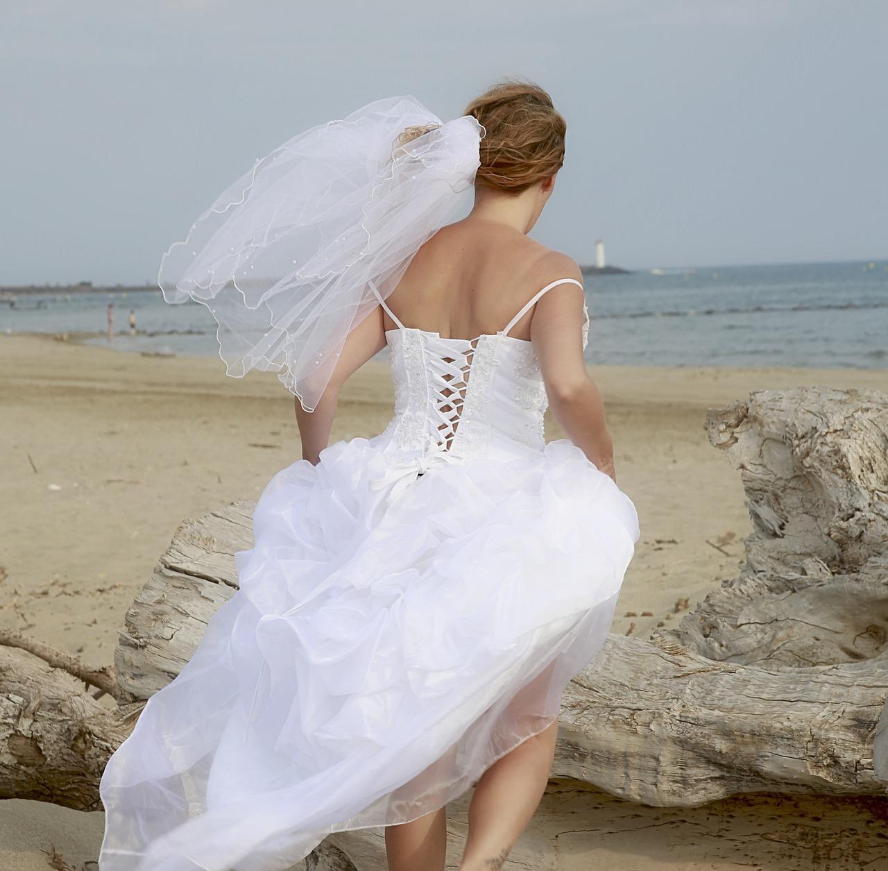 dress-1601268_1280
